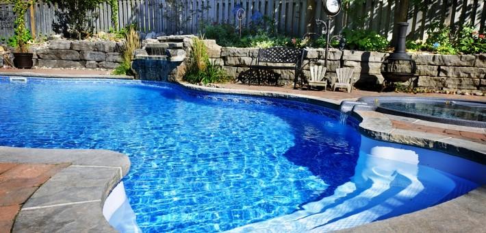 Die Filtration des Schwimmbades mit Verwendung des Filtermaterials ZeoAqua